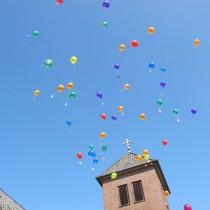 IMG_1743 Kirchturm und Luftballons